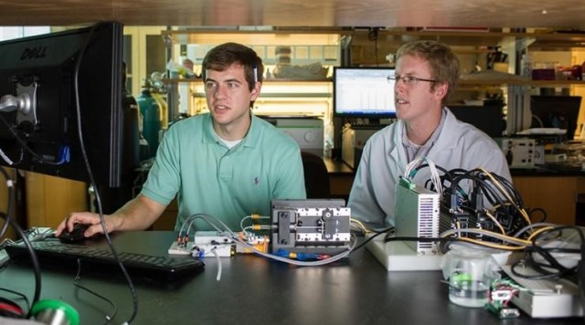 Undergraduate research programs are a good way to get hands-on experience in your field, while contributing to original research and earning extra credit. (Image courtesy of Georgia Tech.)