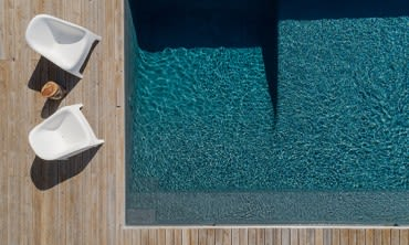 The fastest way to clean your glass pool fence