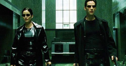 《駭客任務》經典幕後:「子彈時間」怎麼拍、「母體」比較綠是錯覺嗎?