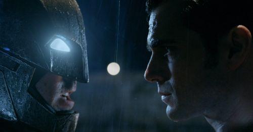 【DCEU相關】查導我書讀得少你別騙我!《蝙蝠俠對超人:正義曙光》中蝙蝠俠沒殺死任何人?
