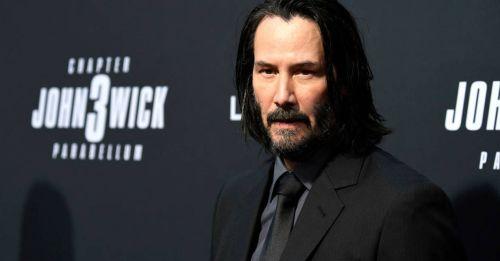 Keanu Reeves 新電影「大叔龐克」造型崩壞!網民:「突破不是普通的大…」