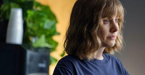 《愛馬怪怪女》Netflix影評|電影故事在演什麼?劇情彩蛋推論解析!