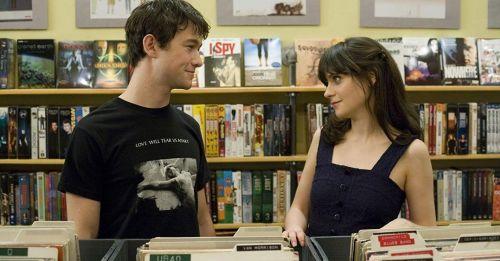 單身必看電影英文語錄:不要因為不想一個人,就隨便擁抱另一個人