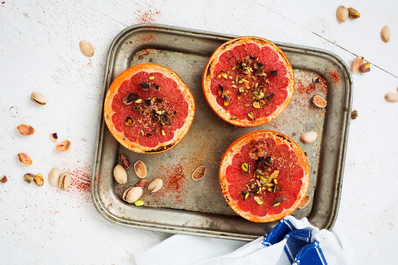 Grillad grapefrukt med cayenne och pistage