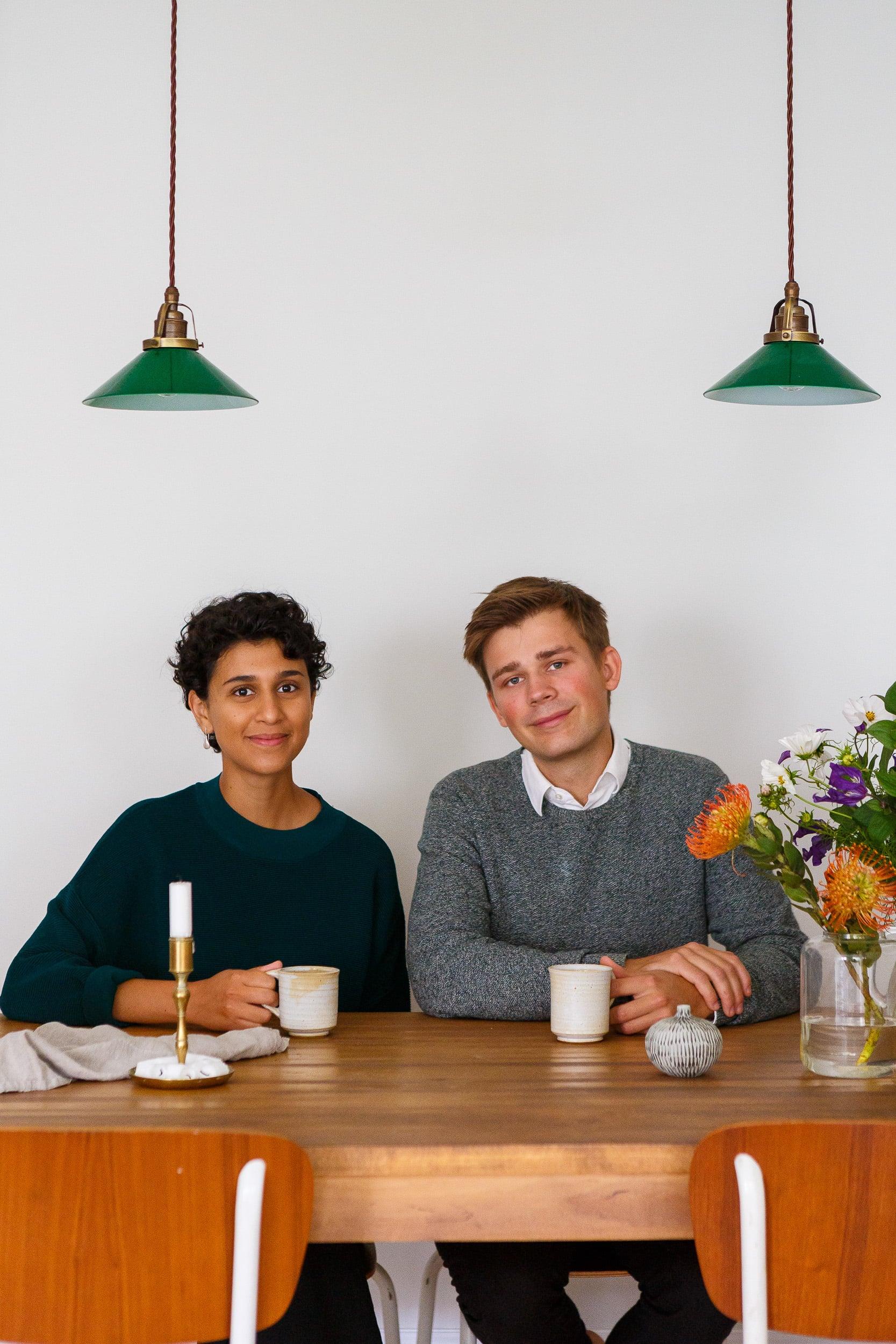 Aida och Jacob i sin lägenhet iett landshövdingehus i Göteborg.