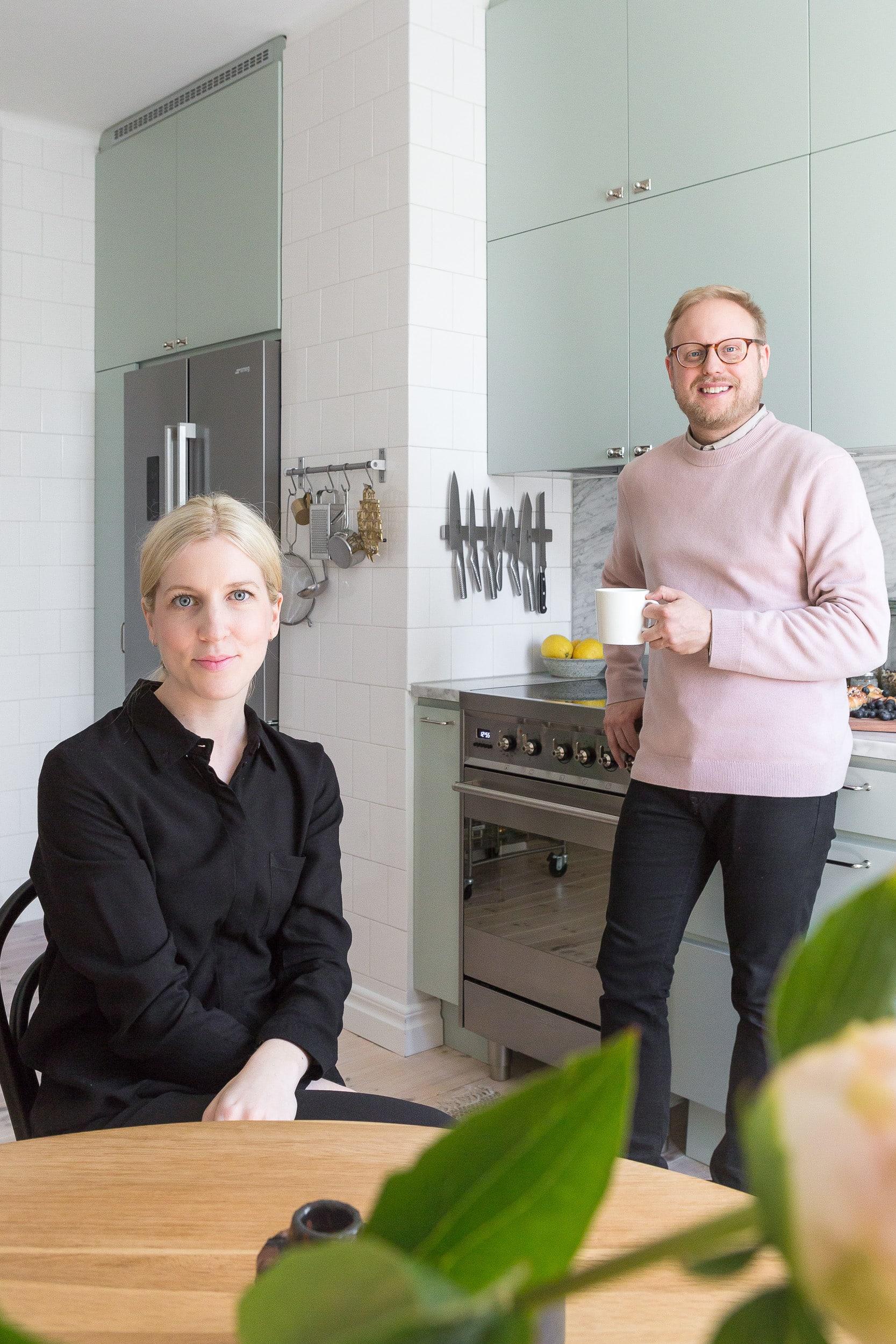 Louise och Daniel i sitt härliga kök.