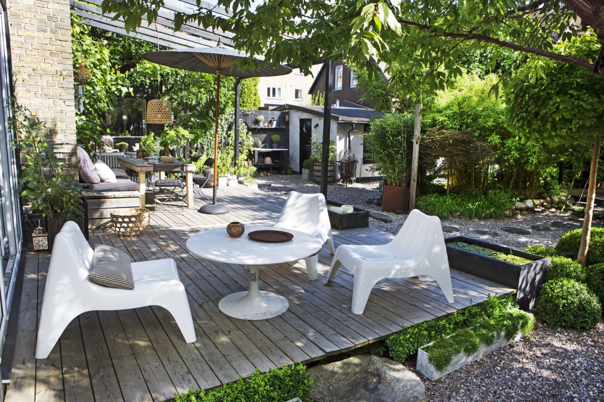 Loungen är nybyggd och har möblerats med stolar från Ikea och bord Johansson design från loppis.