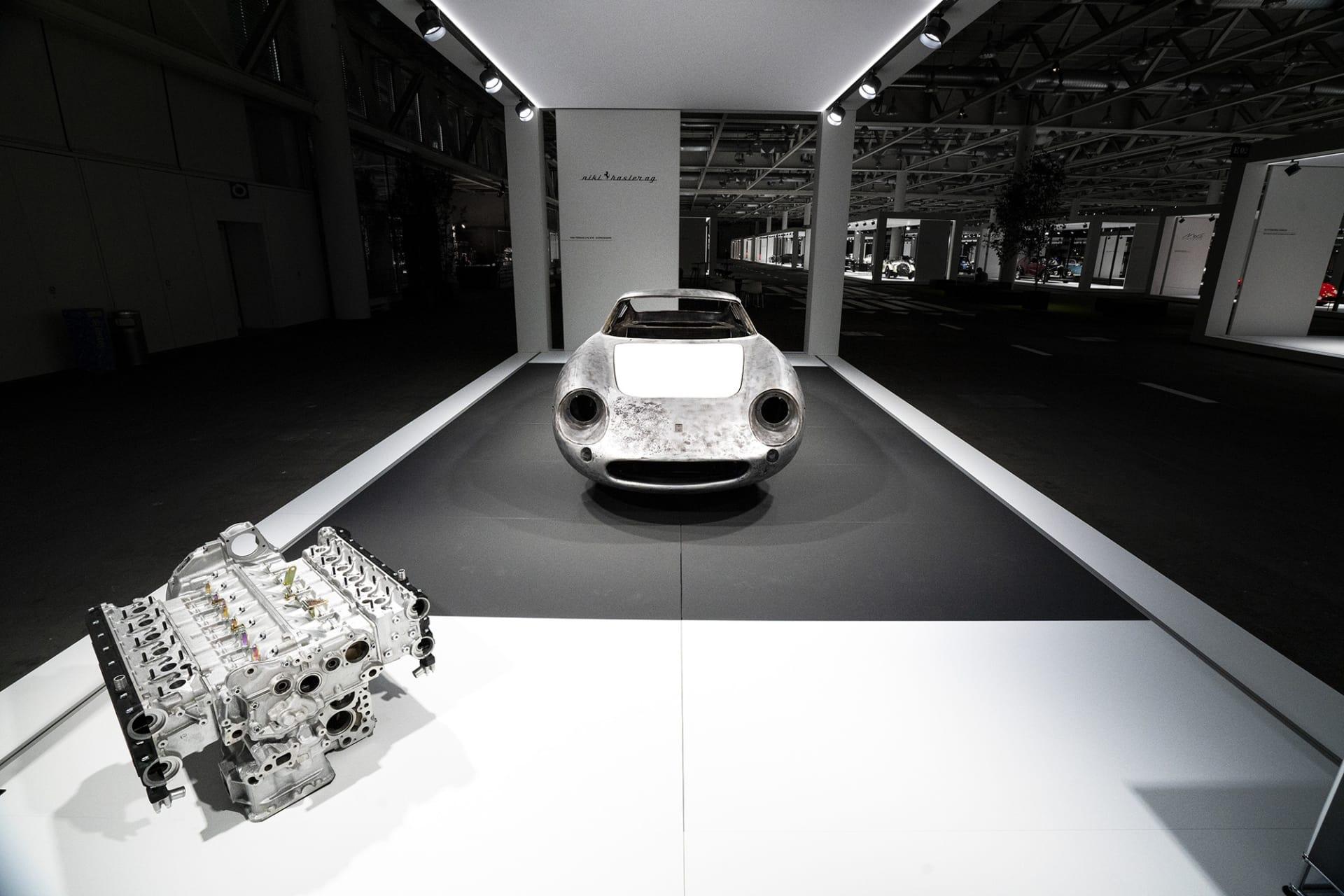 Mellan 1964 och 1968 byggde Ferrari modellen 275 GTB, en modell som bland många anses vara den absolut vackrast Ferrarin som någonsin byggts. När den lanserades hade den ny revolutionerande teknik, t.ex. individuell fjärding bak och växellådan monterad på bakaxeln och givetvis en V12-motor där fram. Dessa bilar går idag för astronomiska summor på auktioner, även som renoveringsobjekt likt denna.