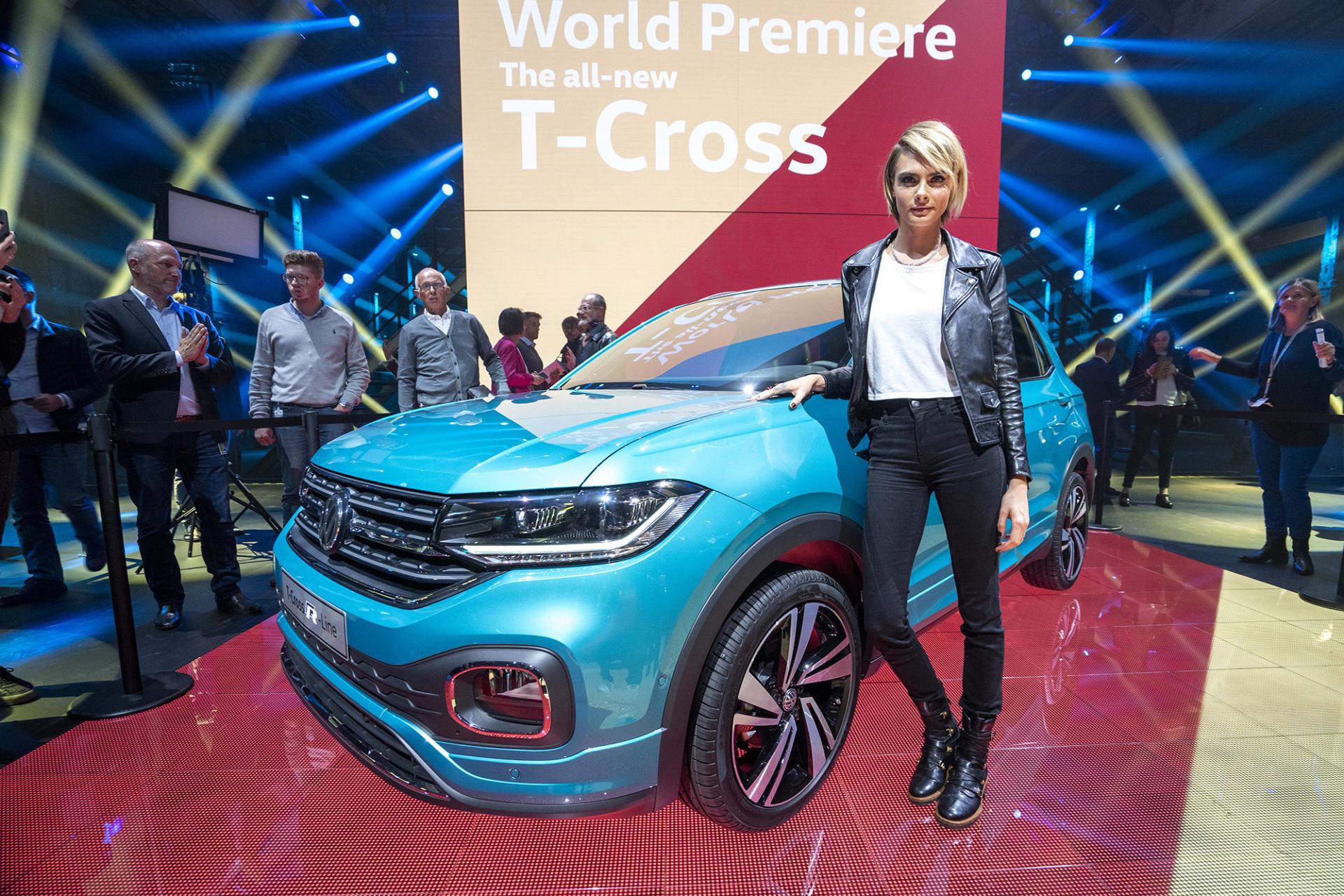 Med stort pådrag i en nedlagd fabrikslokal utanför Amsterdam presenterades T-Cross. På scenen och för att göra kvällens event lite extra exklusivt dök skådespelerskan Cara Delevingne upp och poserades bredvid bilen.