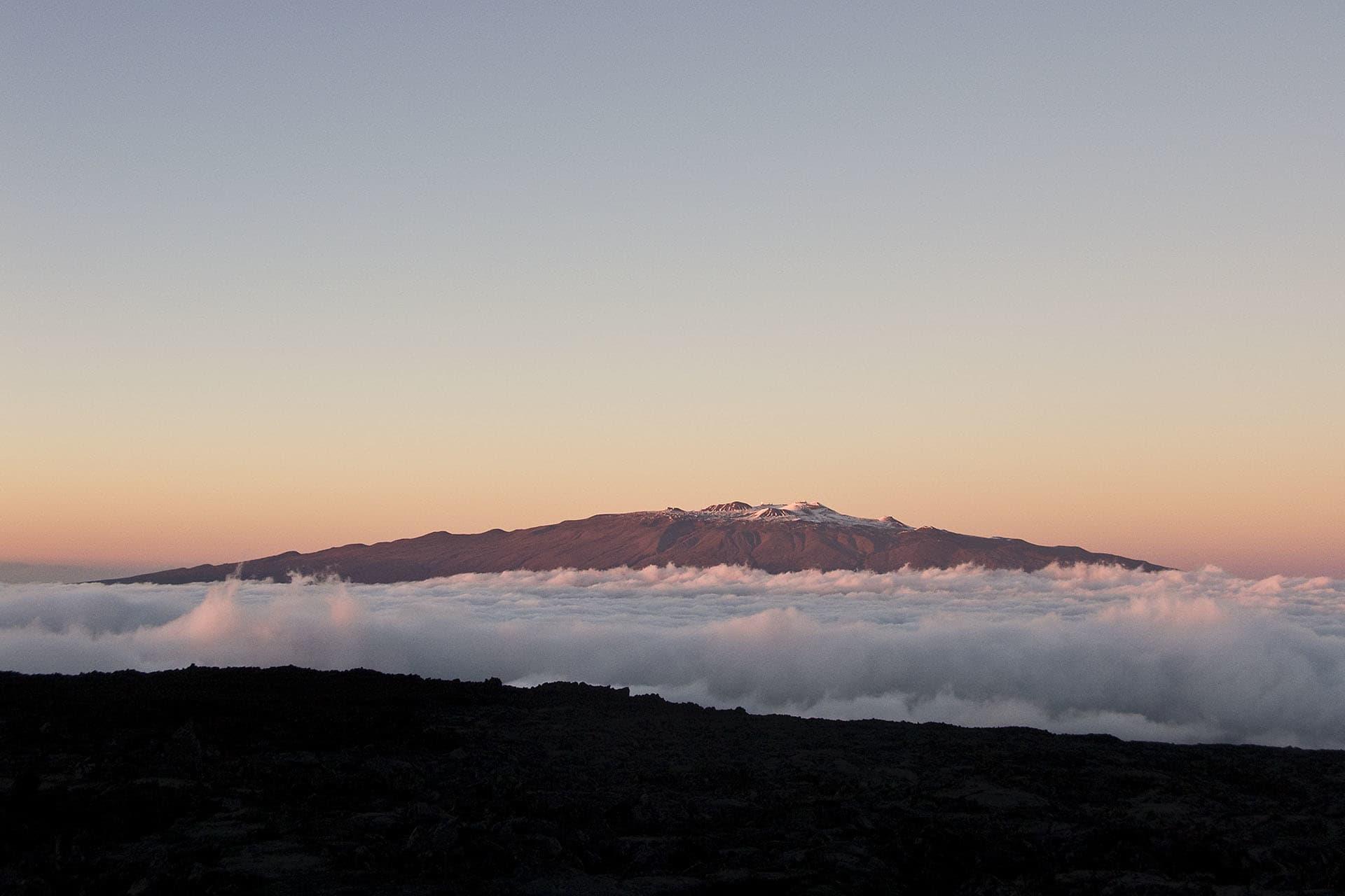 """Mauna Kea, världens högsta berg mätt från foten av ett berg till dess topp. Men """"bara"""" 4205 meter över havsytan."""