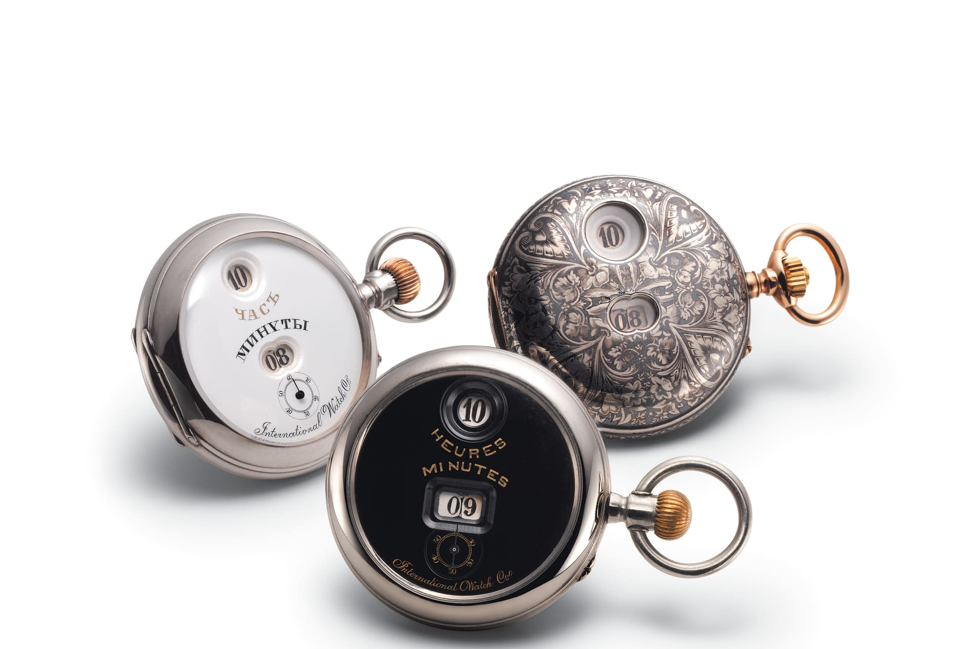 Ursprungsmodeller med urverketPallweber. Den med kyrillisk skrift är från 1886, till höger Hunter Pocket watch från 1887 och denmed mörk urtavla är från1885.©IWC