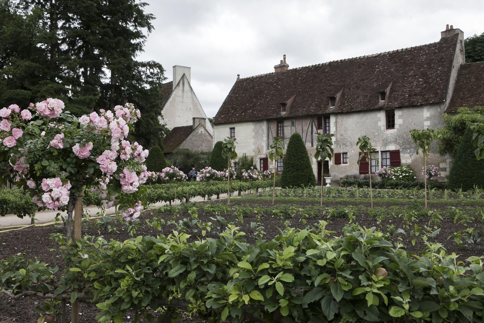 Allt som odlas i köksträdgården används i restaurangen och till att dekorera slottet.