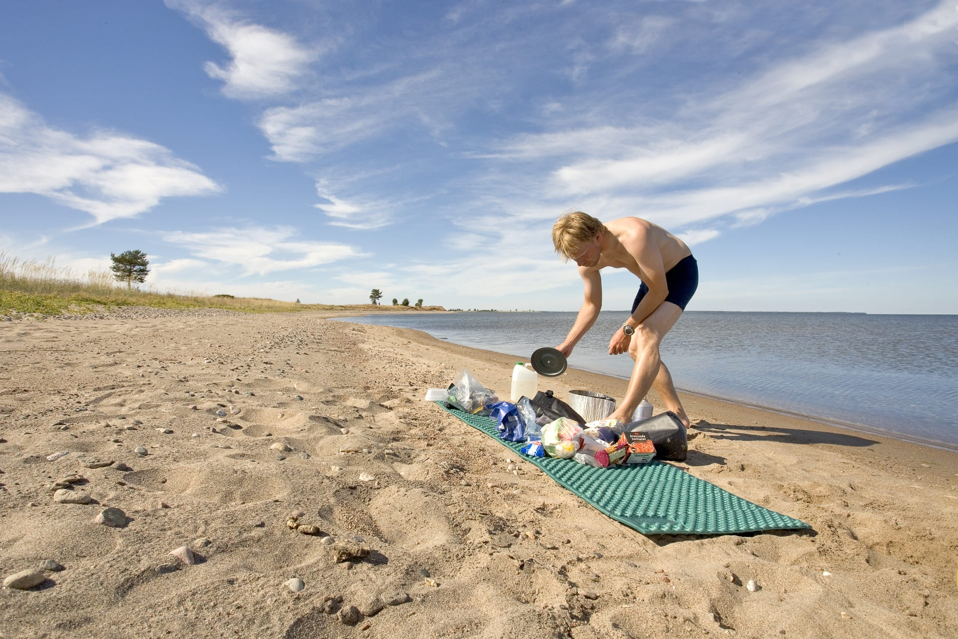 Sandögrönnorna är till synes oändliga sandstränder. Enkla att ta sig i land på men östra delen är fågelskydd till sista juli.