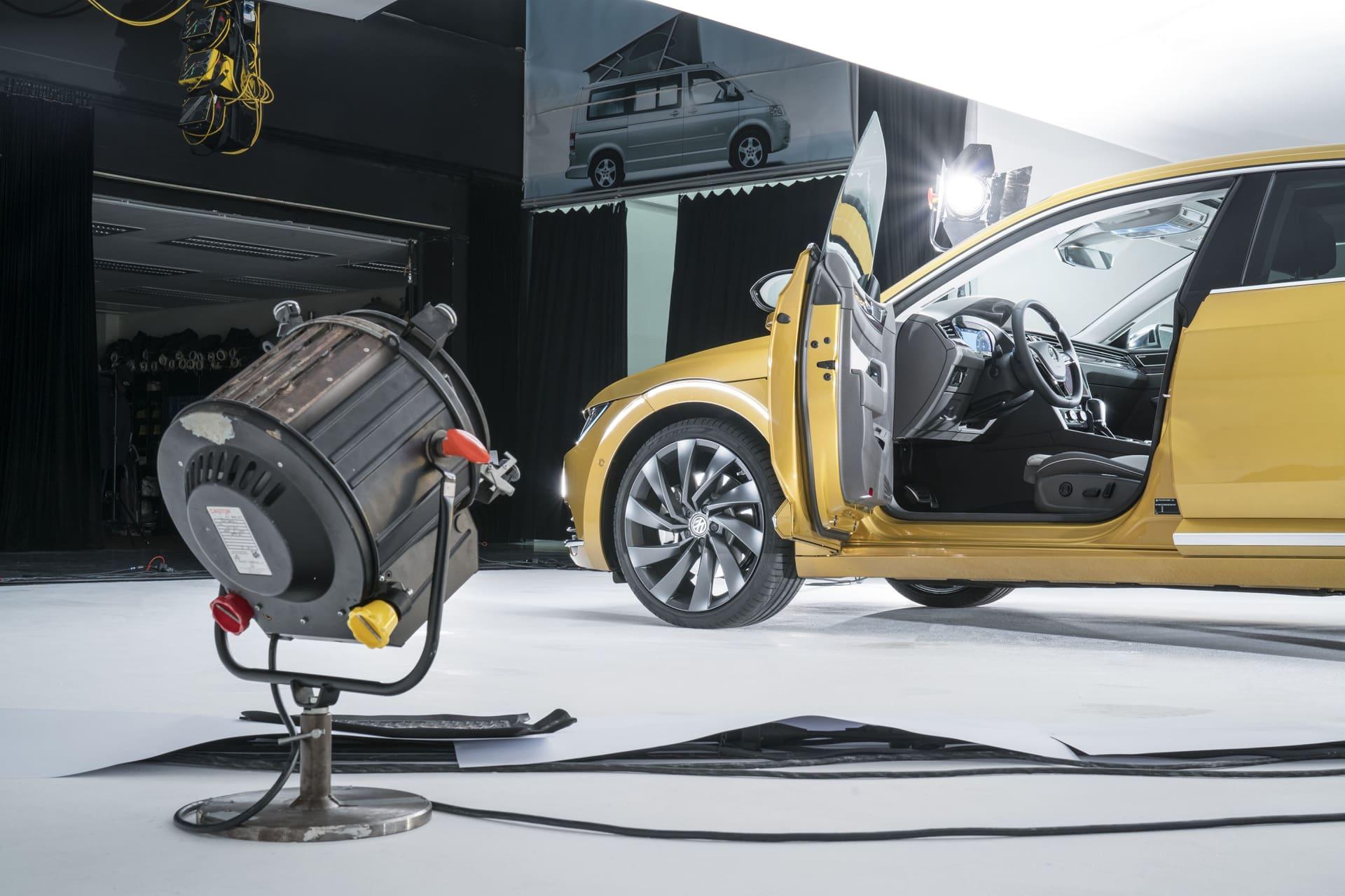 Arteon var först ut med den nya fronten som nu även kommer pryda nya Volkswagen Touareg. En kavalkad i kromade linjer från kant till kant.