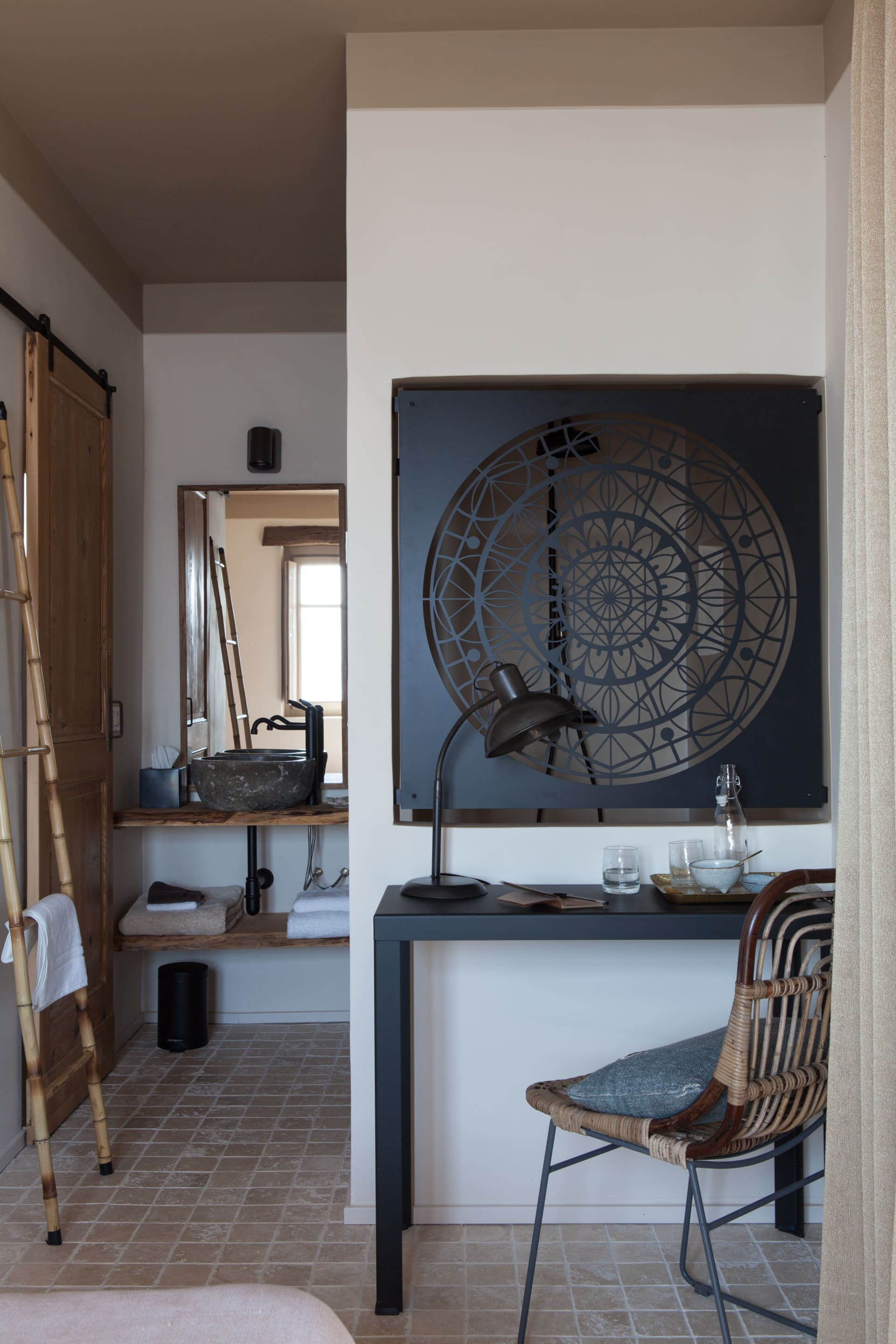 Many rooms and appartments have a different interior. Alldesigned by Reineke Antvelink Interior Design with theuse of natural, local and sustainable materials.