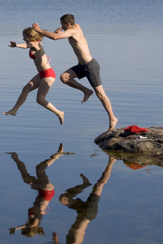 Uppfriskande morgondopp är aldrig långt borta när du paddlar. Ringskär söder om Händelöp är inget undantag.