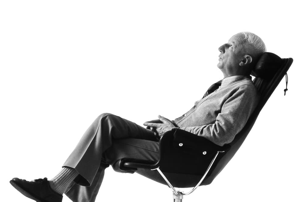 Genom att analysera samspelet mellan människa och möbel hittade han största möjliga sittkomfort.