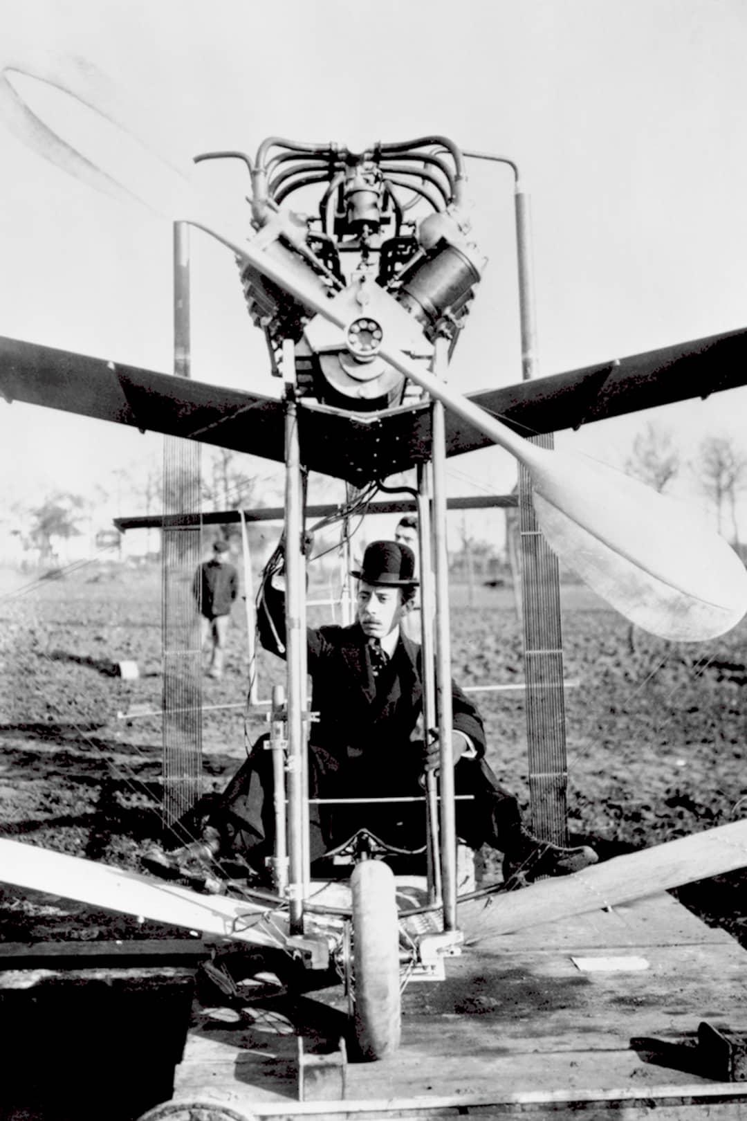Alberto Santos-Dumont isitt flygplan, år1907. © Cartier