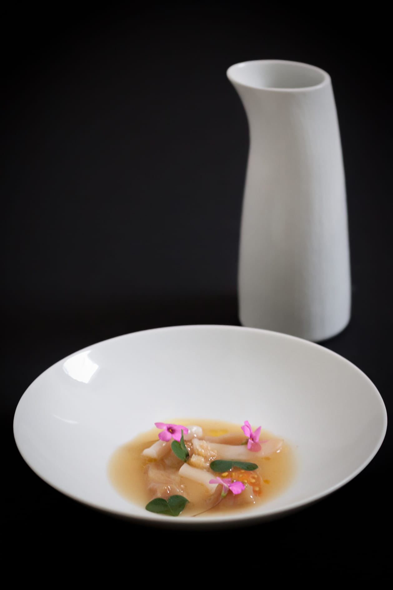 Razor clams and beef tendons. Diego López leads vanguardist and traditional cuisine bycombining his technical training with practice and innovation.