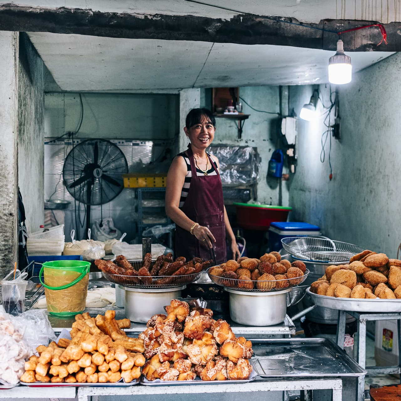 A shop selling all kinds of deep-fried pastries in the morning.