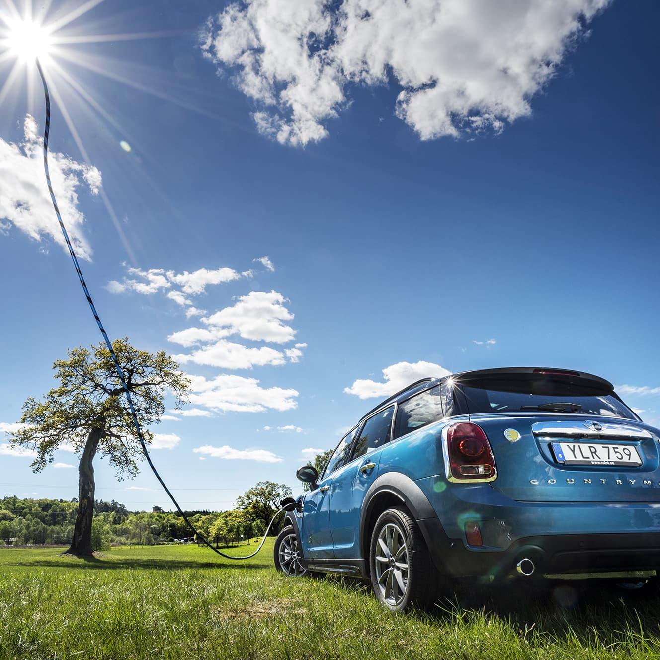 Med Mini Cooper S E Countryman kan du köra miljösmart med kombinationen el och bensinmotor när det behövs.