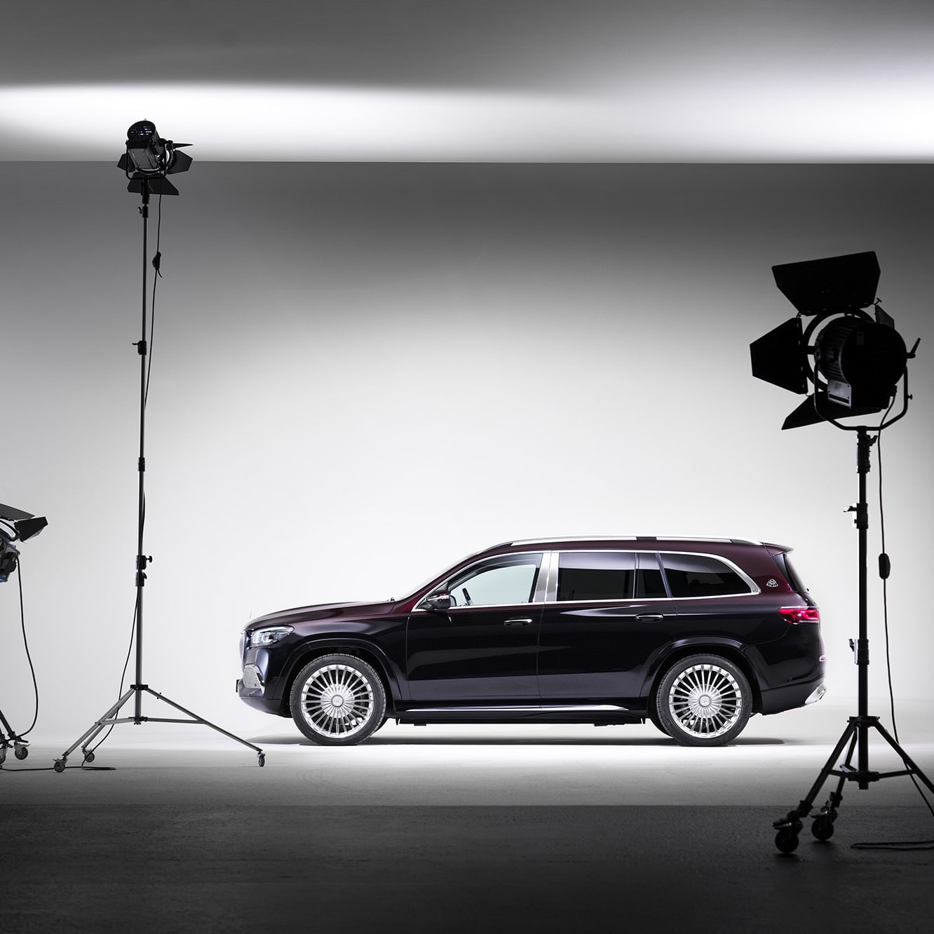 The brand new Maybach GLS is based on Mercedes' largest suv with the same model name. Unlike the Mercedes GLS, the Maybach GLS does not have three rows of seats, but instead a luxurious rear seat.