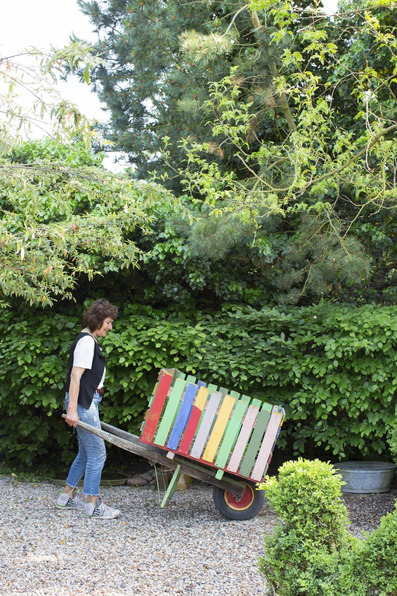 Self-built wheelbarrow in happy colors.