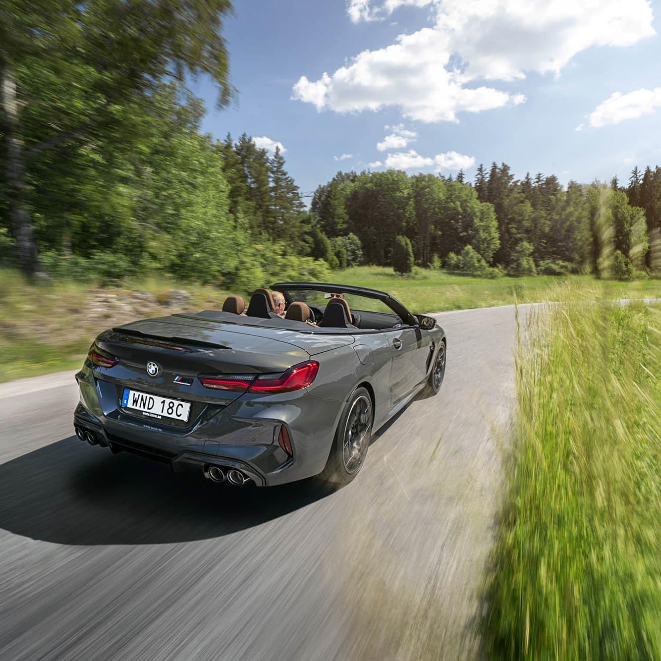Bland det mest optimala sätt att ta sig fram i sommarsolen utan tak heter BMW M8 Competition Cabriolet!