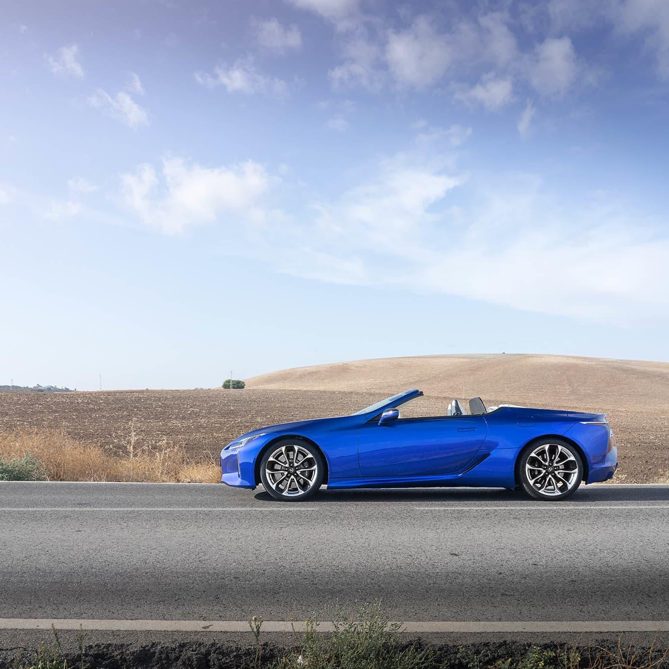 Med LC500 Convertible kommer den japanska bildesignen till sin fulla rätta.