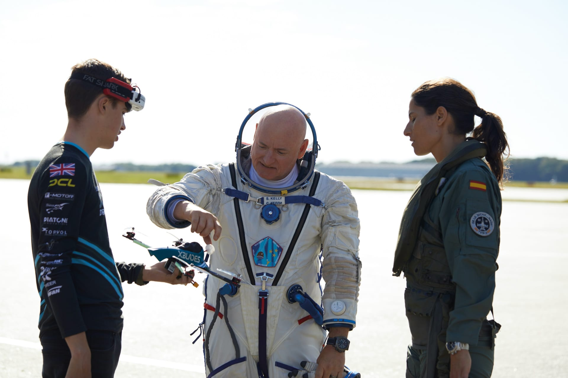 The new members of the Breitling Aviation Pioneers Squad are Luke Bannister, world champion of XBlades Racing, Scott Kelly, astronaut, and Rocío González Torres, pilot of the Spanish Air Force.