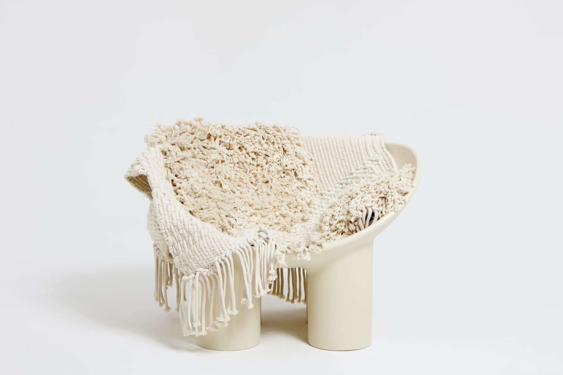 Roly Poly Chair har fått sin lite svullna form på grund av en graviditet. Den kom till i samband med att Faye Toogood födde sin dotter Indigo. Stolen ingår i en serie möbler med bord och stolar i olika höjd. Det är tillverkade glasfiber som normalts används till båtar. Pris påförfrågan.