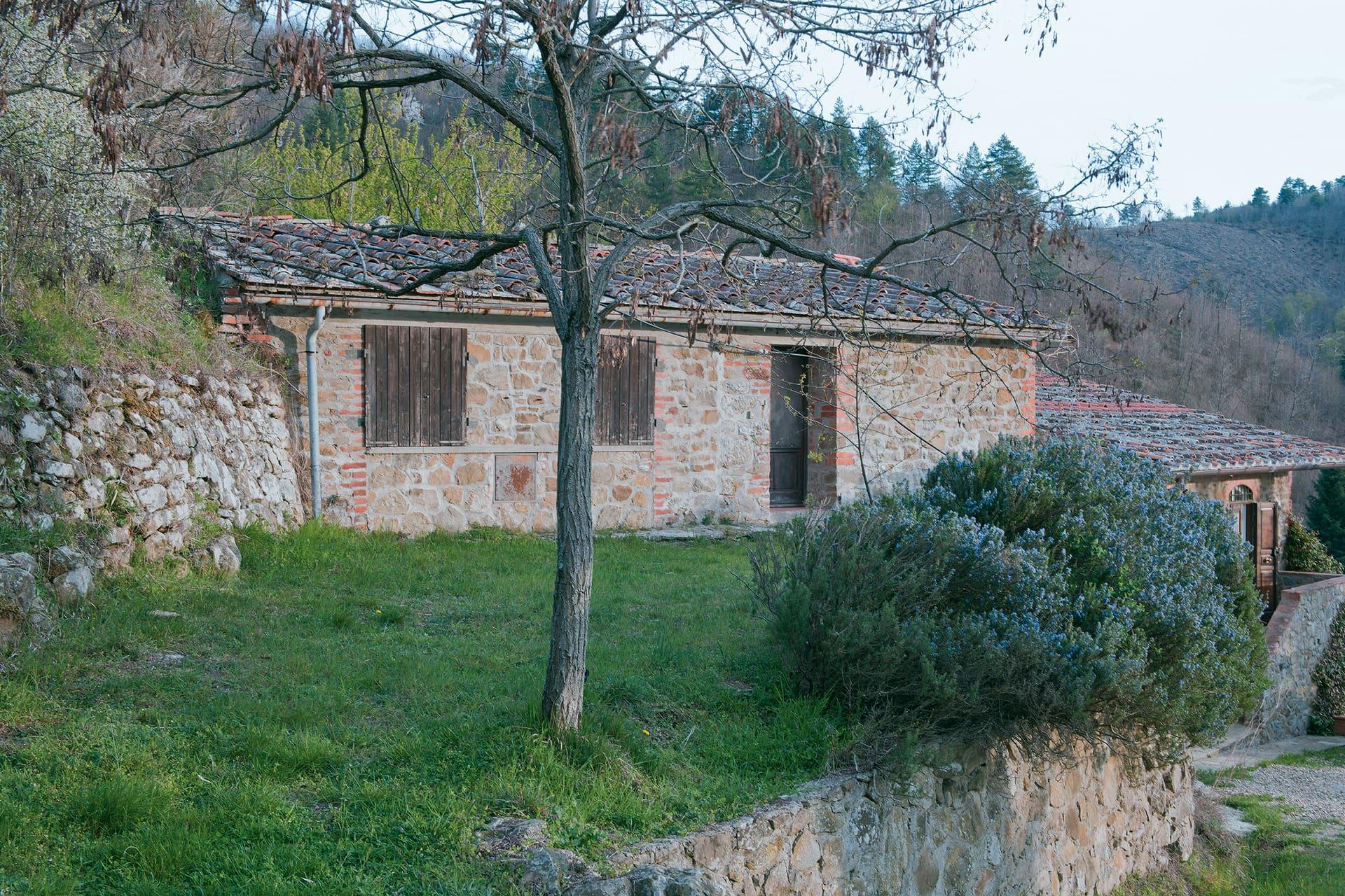 The upper part of the farmhouse in the Aretino Chianti.