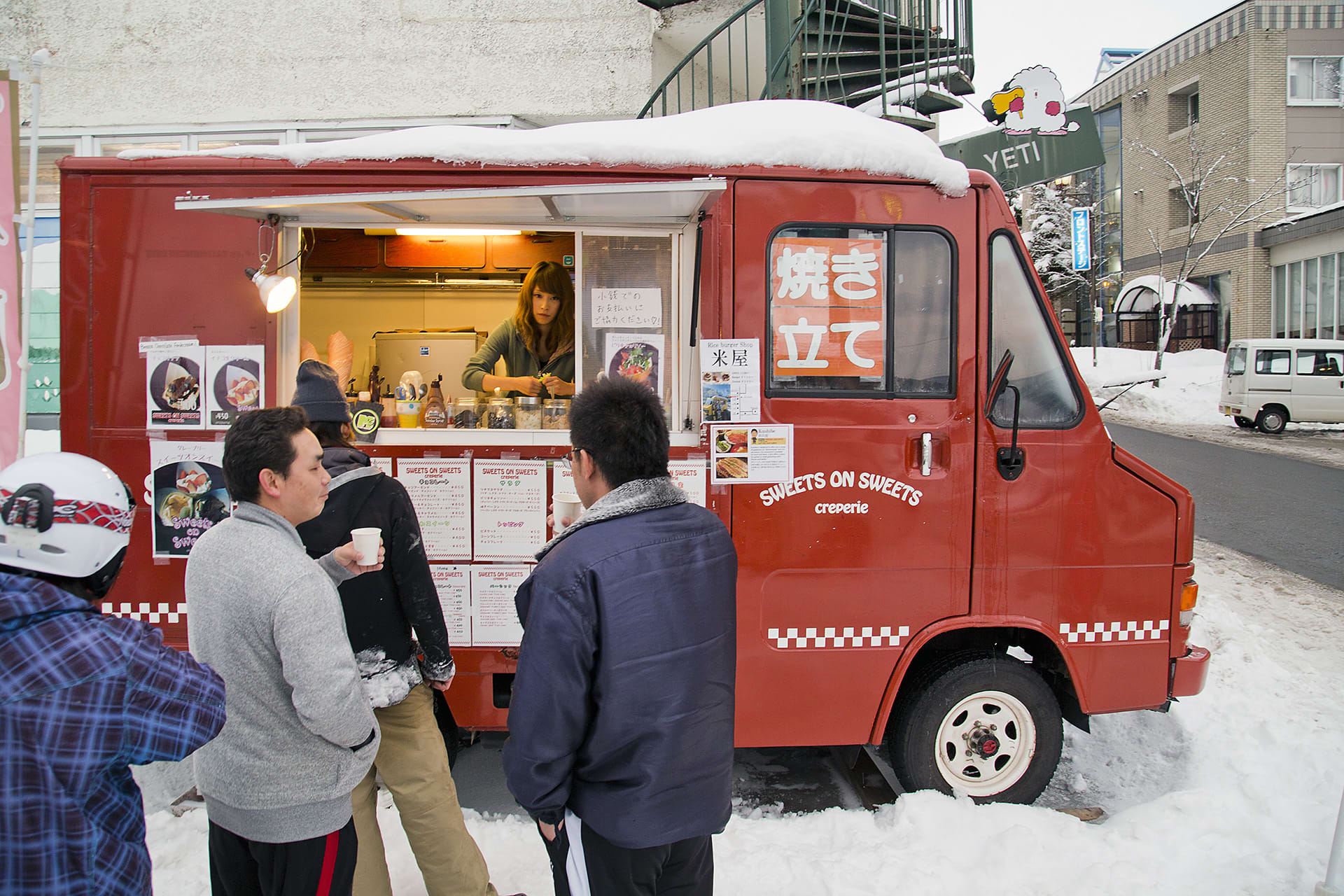 Food-truck in connection with the lift system.