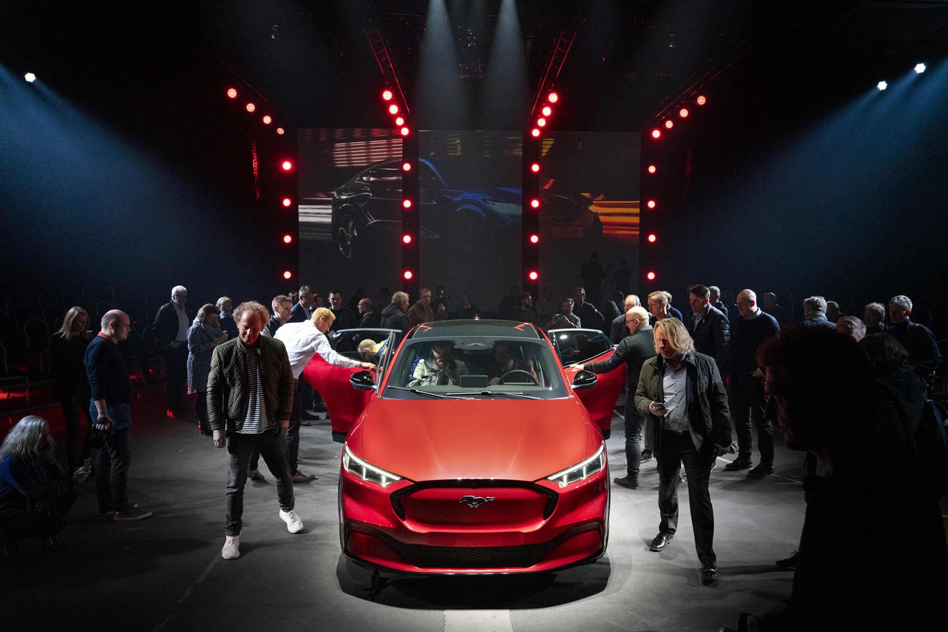 Det var många intresserade journalister på plats i Oslo för avtäckningen av nya Mustang Mach-e.