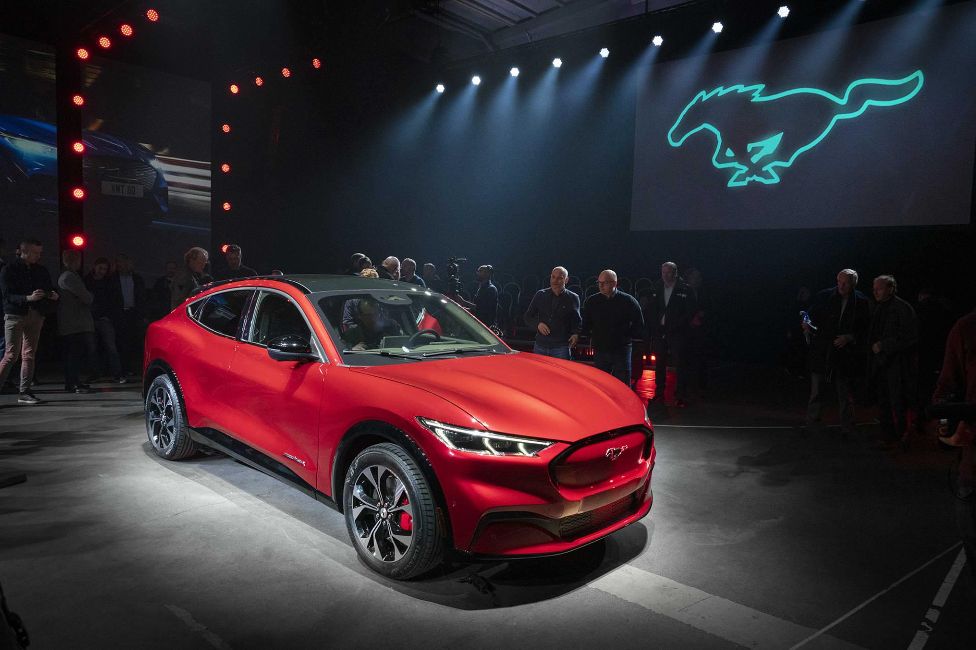 Säg hej till nya Ford Mustang Mach-e. En ny elektrifierad utmanare till Tesla och dom andra märkena som vill synas.