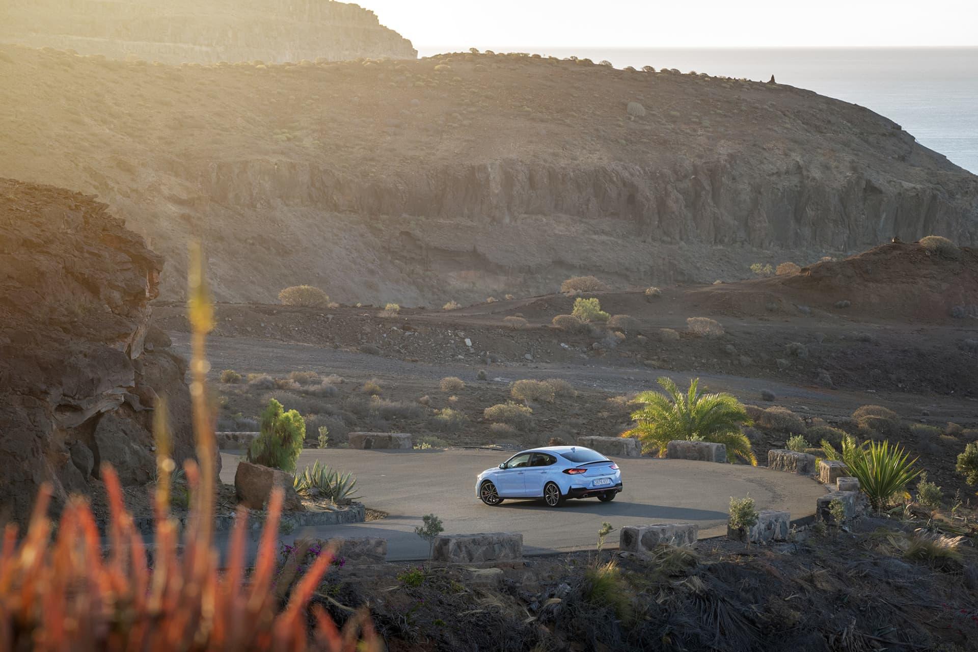Landskapet på Gran Canaria är dramatiskt men otroligt vackert. Ord som även passar bra in på i30 Fastback N.