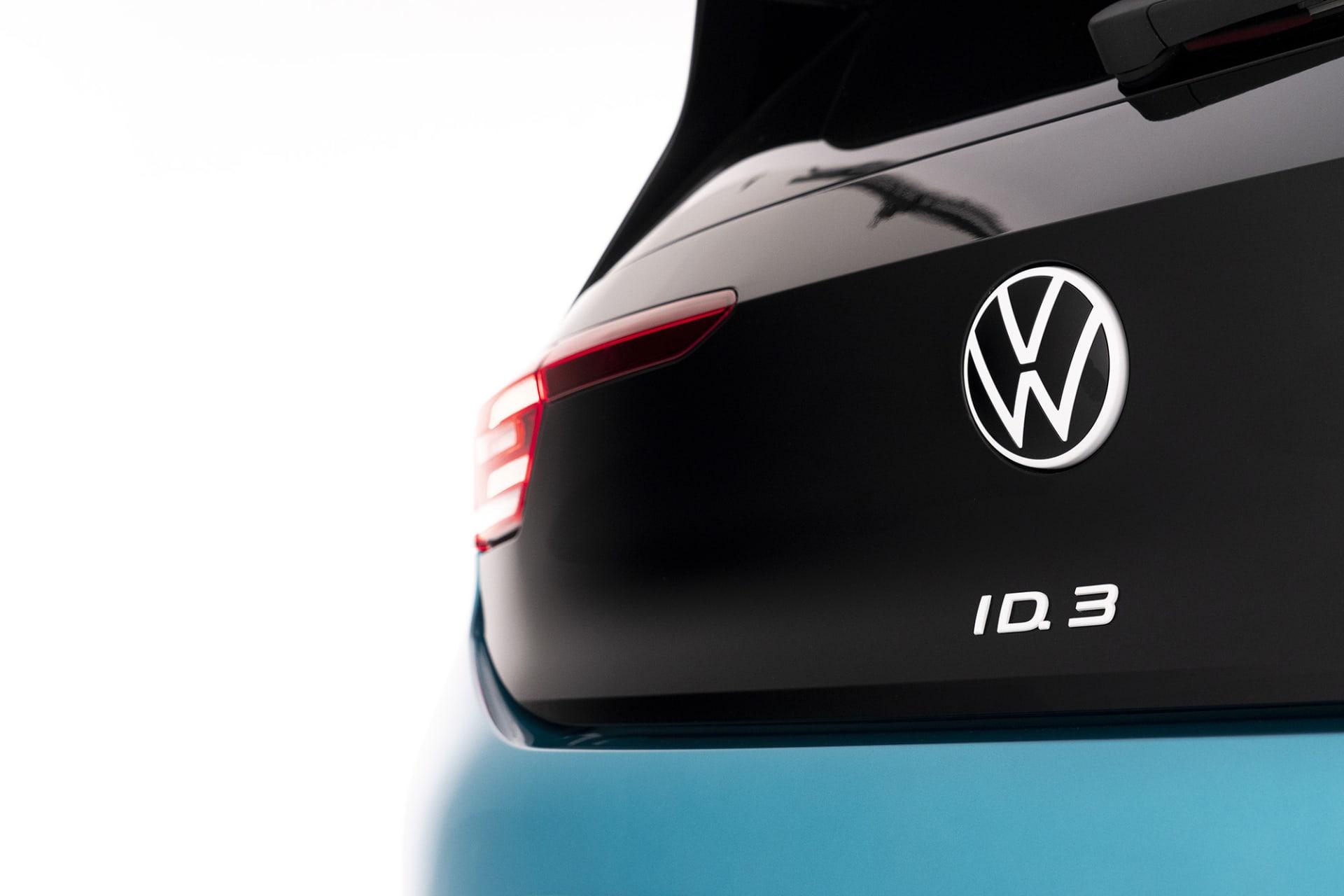 I och med ID.3 lanserar även Volkswagen sin nya logotyp. En mer minimalistisk logga i svart och vitt än den tidigare.