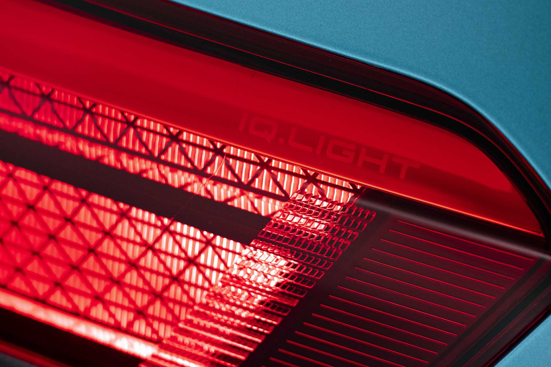 Självklart är ID.3 försedd med Volkswagens senaste ljusteknik med namnet IQ.Light. Systemet består av LED matrix-teknik, ett mer avancerat ljussystem än det tidigare med namnet Dynamic Light Assist.