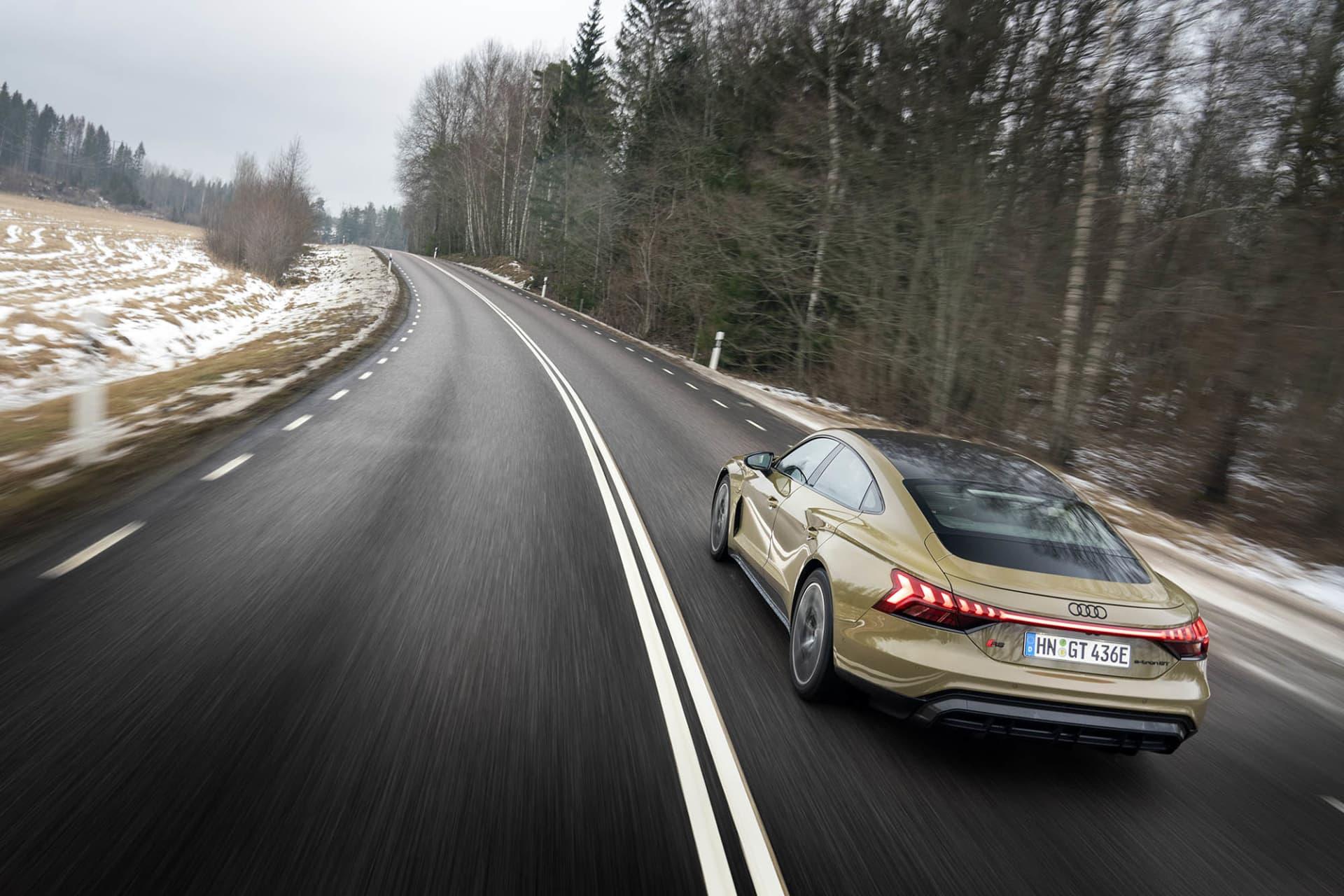Oavsett vägen är slingrig, spikrak eller i citymiljö kommer du trivas bakom ratten på RS e-tron GT. Den har både komfort och prestanda i överkant.