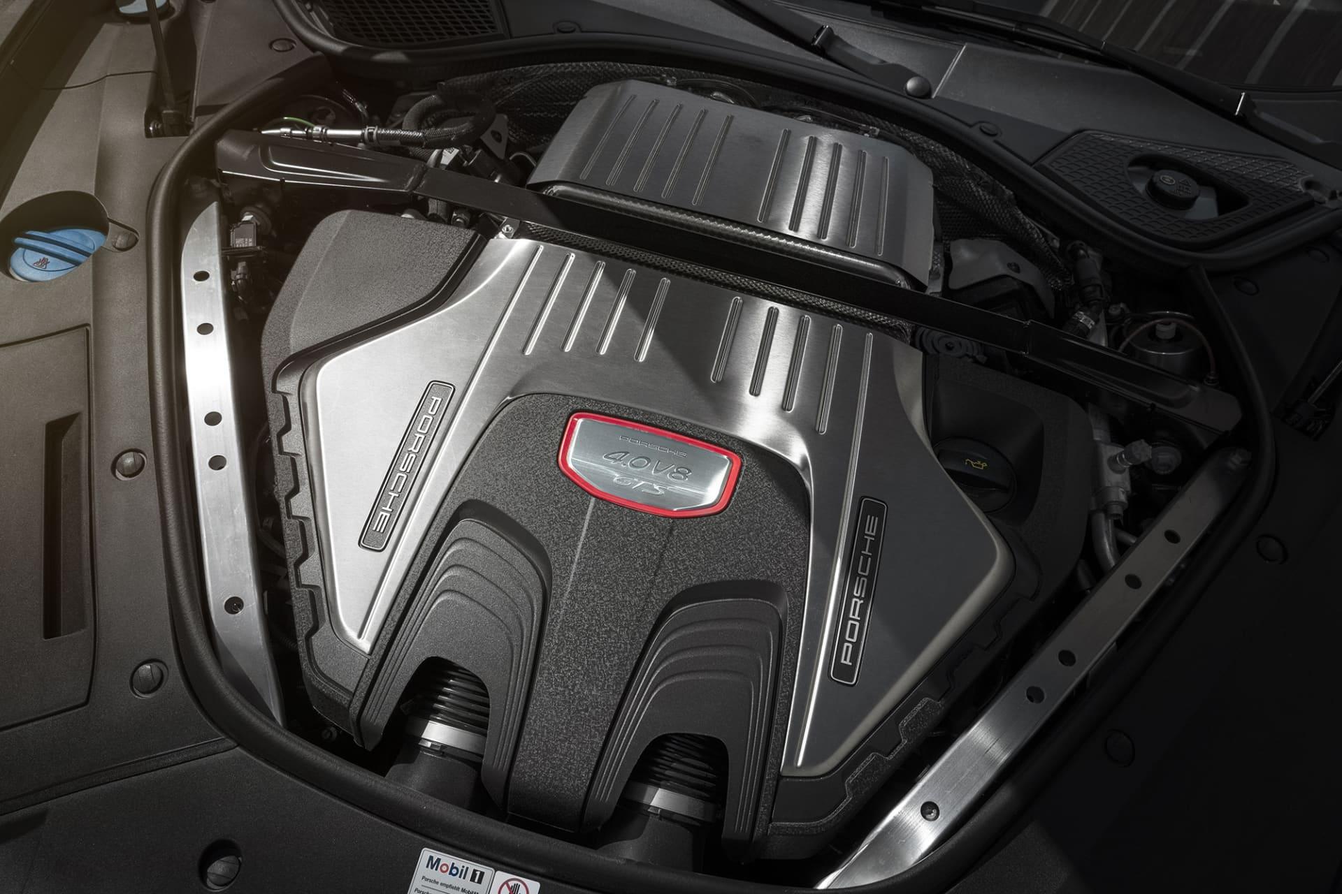 Juvelen i Panamera Sport Turismo GTS är den dubbelturbomatade V8-motorn på fyra liter som levererar 460 hästar och en härlig sång.