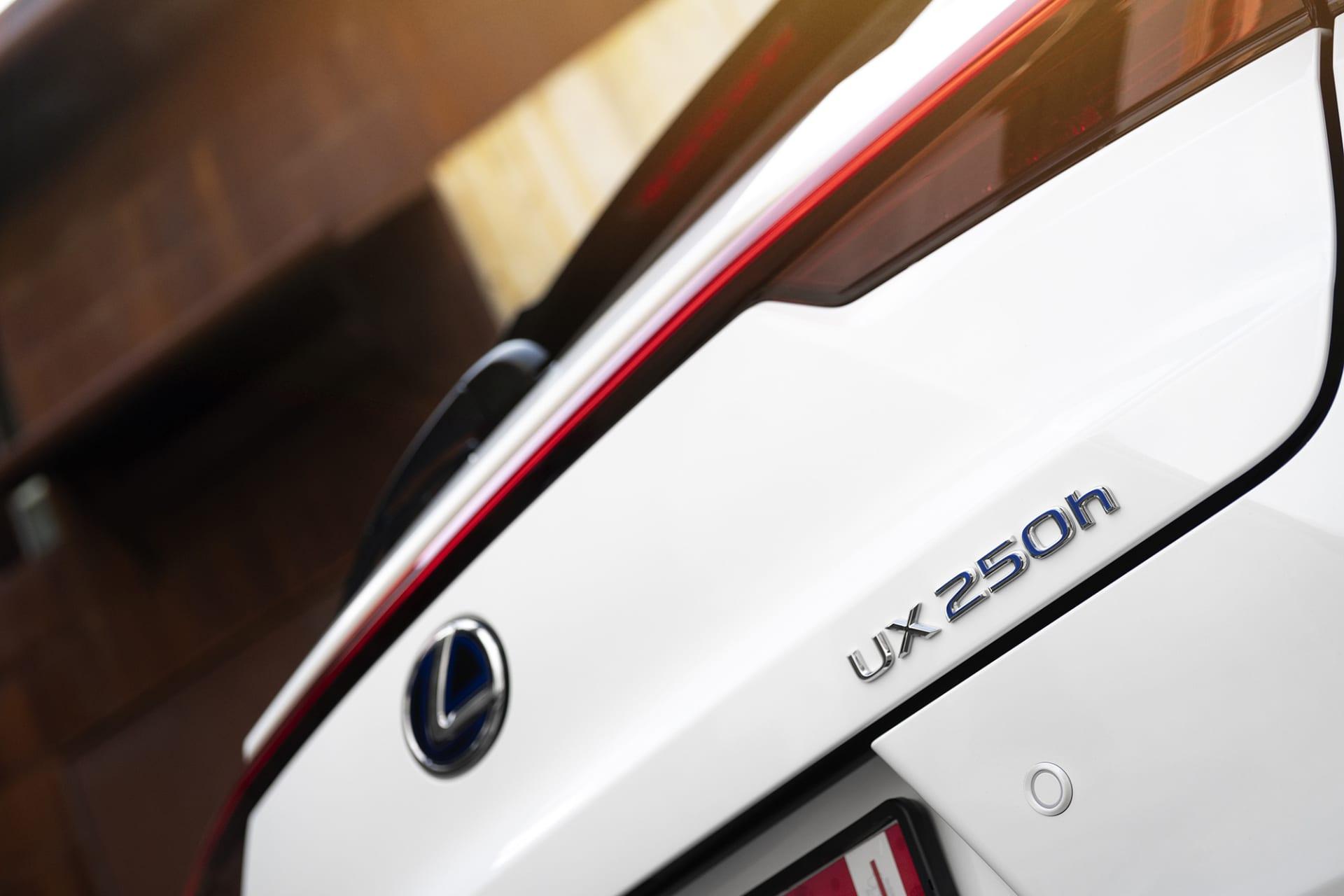 UX 250h är den minsta SUVen i Lexus familj och första i sitt segment med hybriddrift.