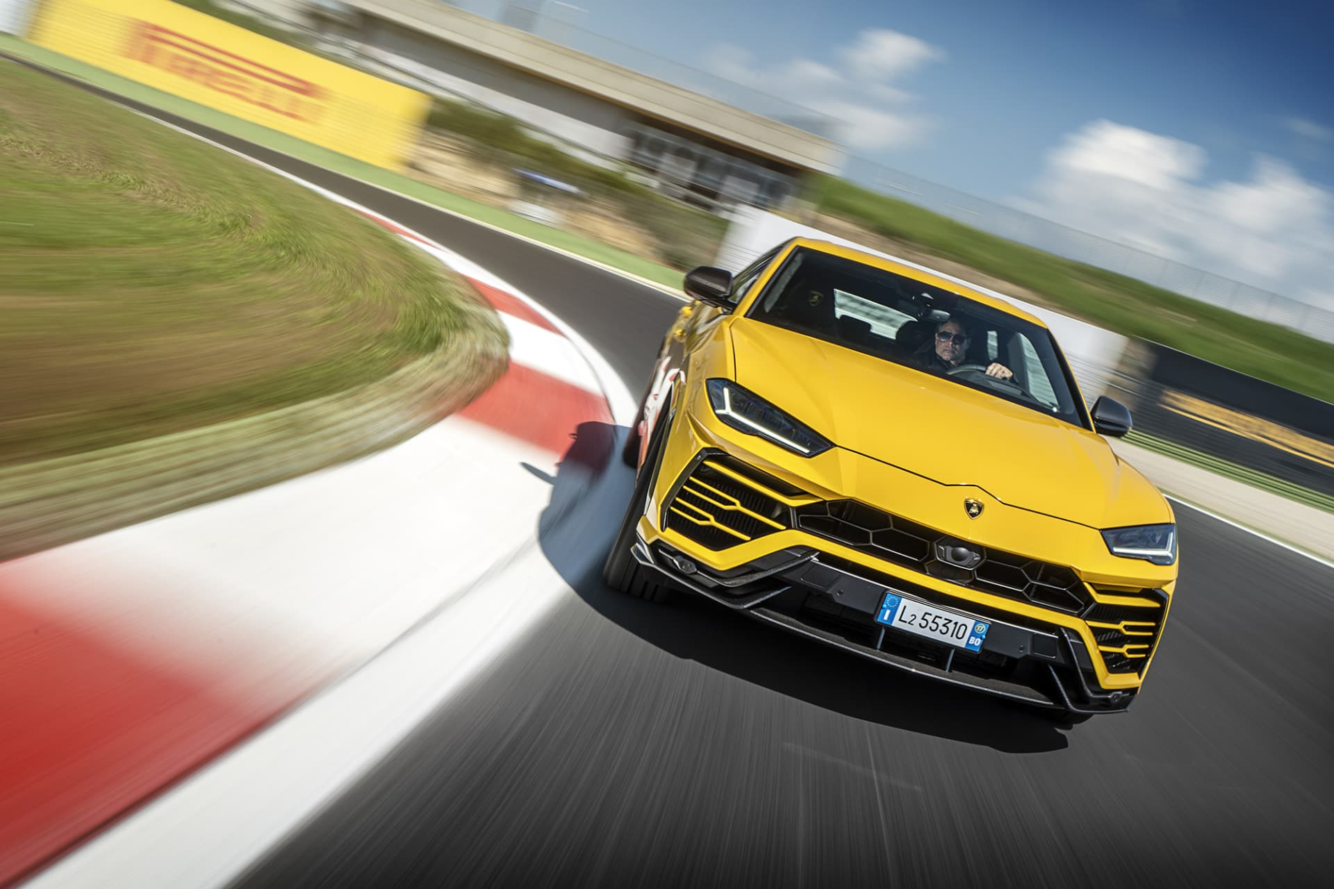 Urus is really fast on the track, actually just a few seconds under the Huracán on the Vallelunga track.