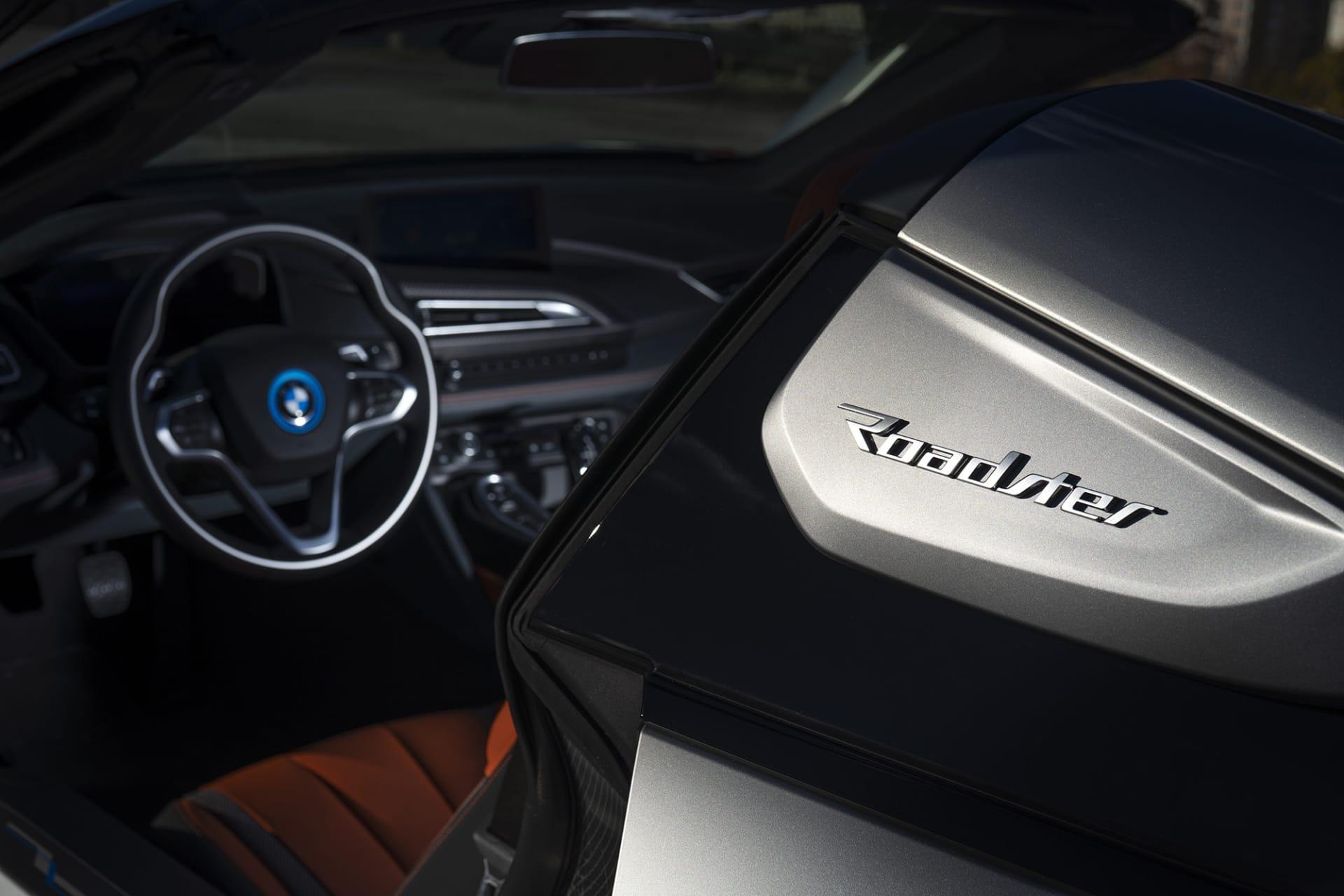 När i8 visades upp som koncept var den taklös men det var först 2018 Roadsterversionen kom i och med faceliften.