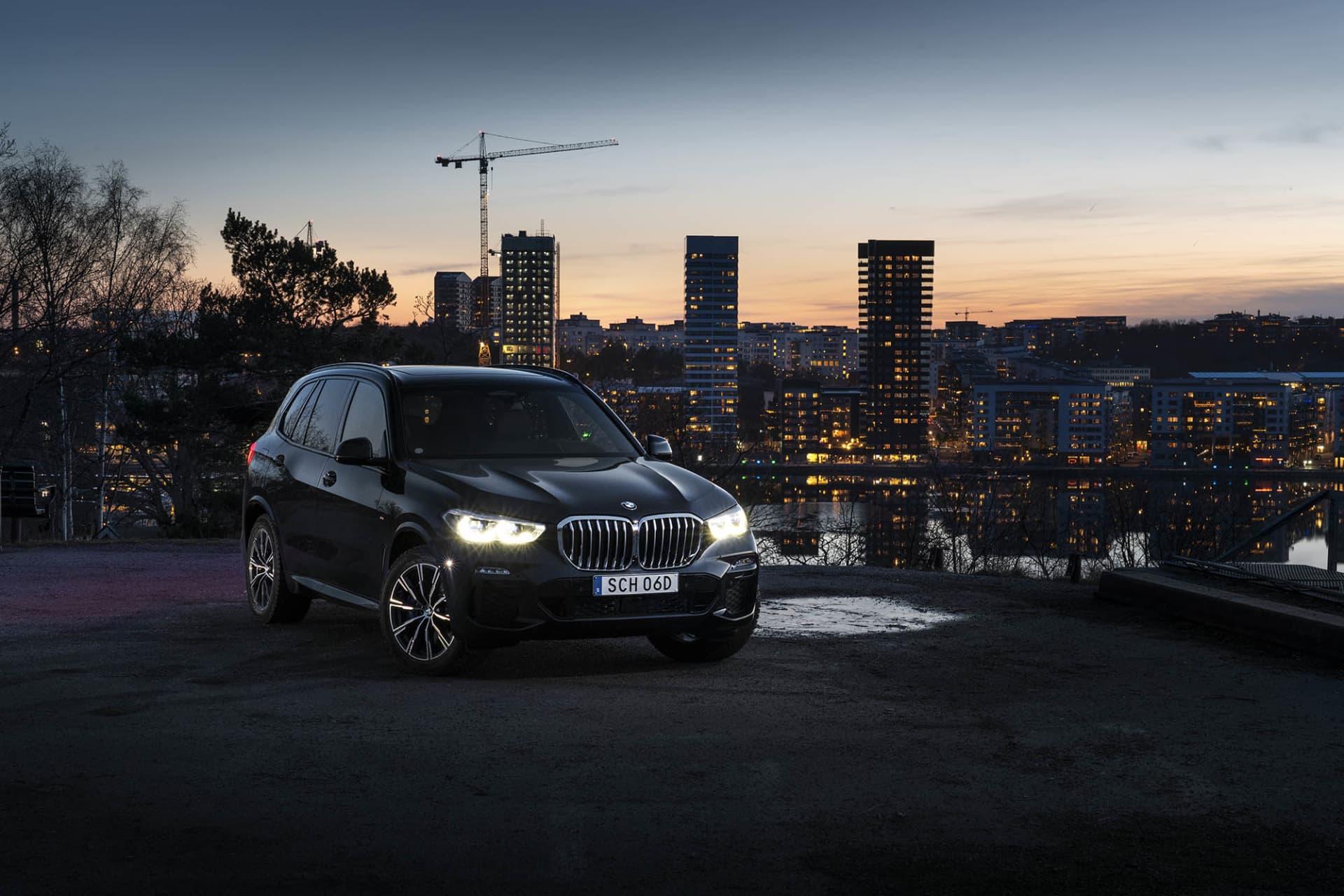 Nya BMW X5 xDrive45e är torts sin storlek är miljövänlig suv tack vare sin plug-in hybridteknik.
