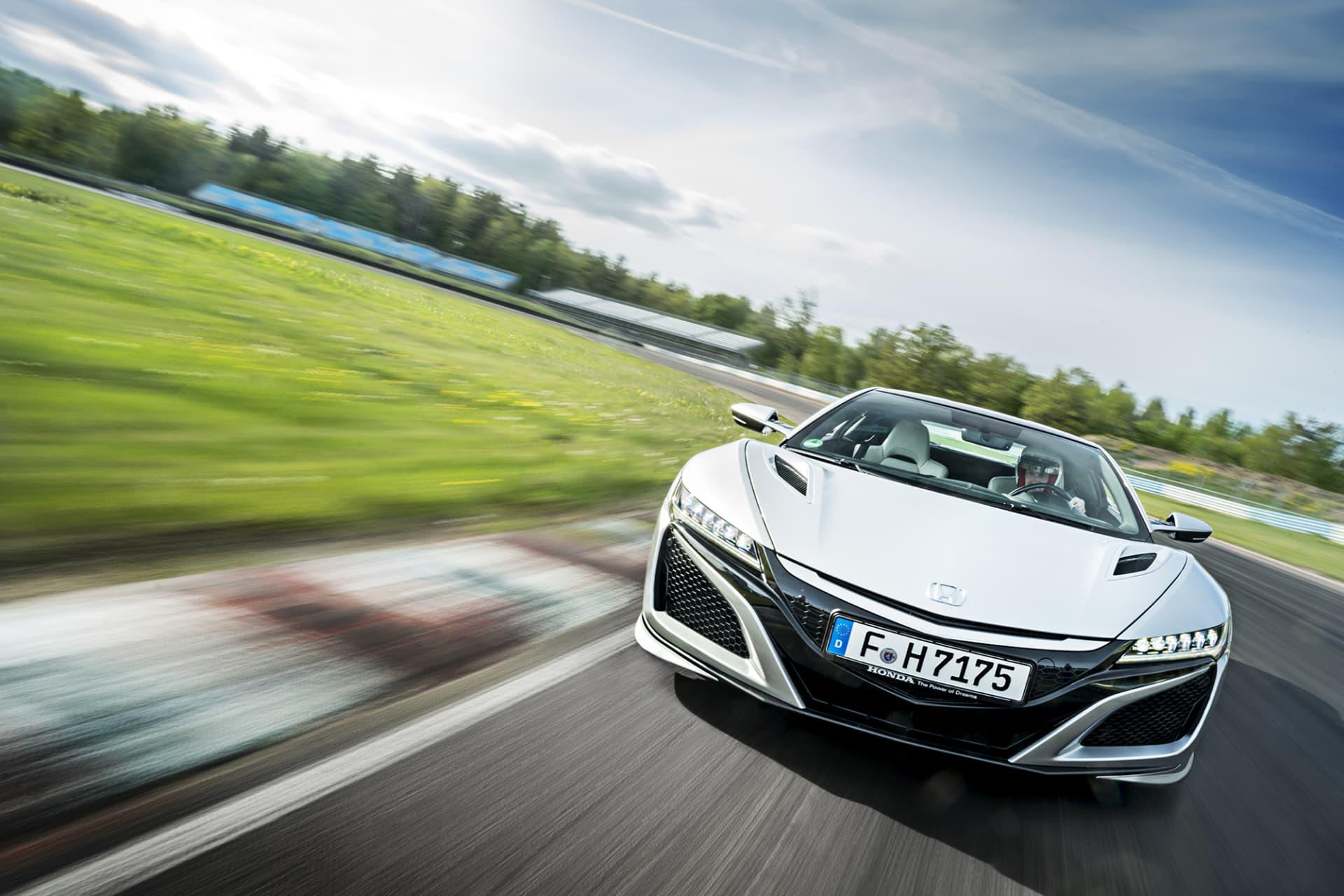Med modellen NSX återupplivar Honda en mycket uppskattad supersportbil och bland de enda som som kommit från Japan.