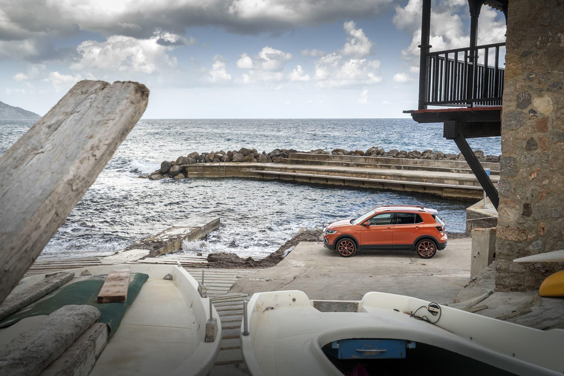 T-Cross är Volkswagens minsta suv och landar under syskonet T-Roc som är 12 centimeter längre.