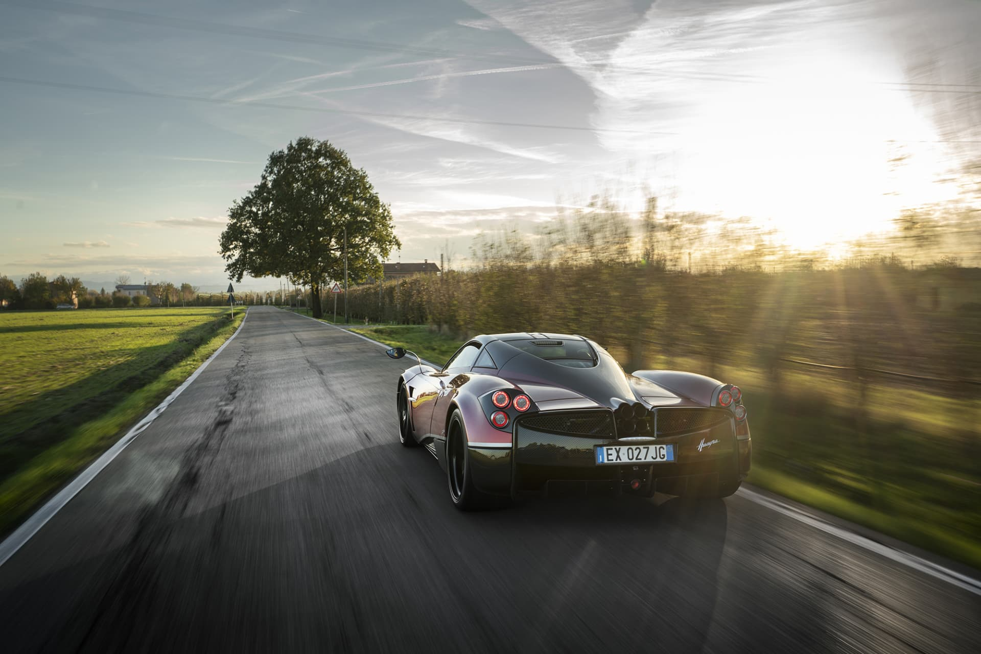An experience like taken from a dream, a Pagani Huayra at sunset along the vineyards. What the image can't convey is the amazing sound of the twin turbo V12 engine from AMG.
