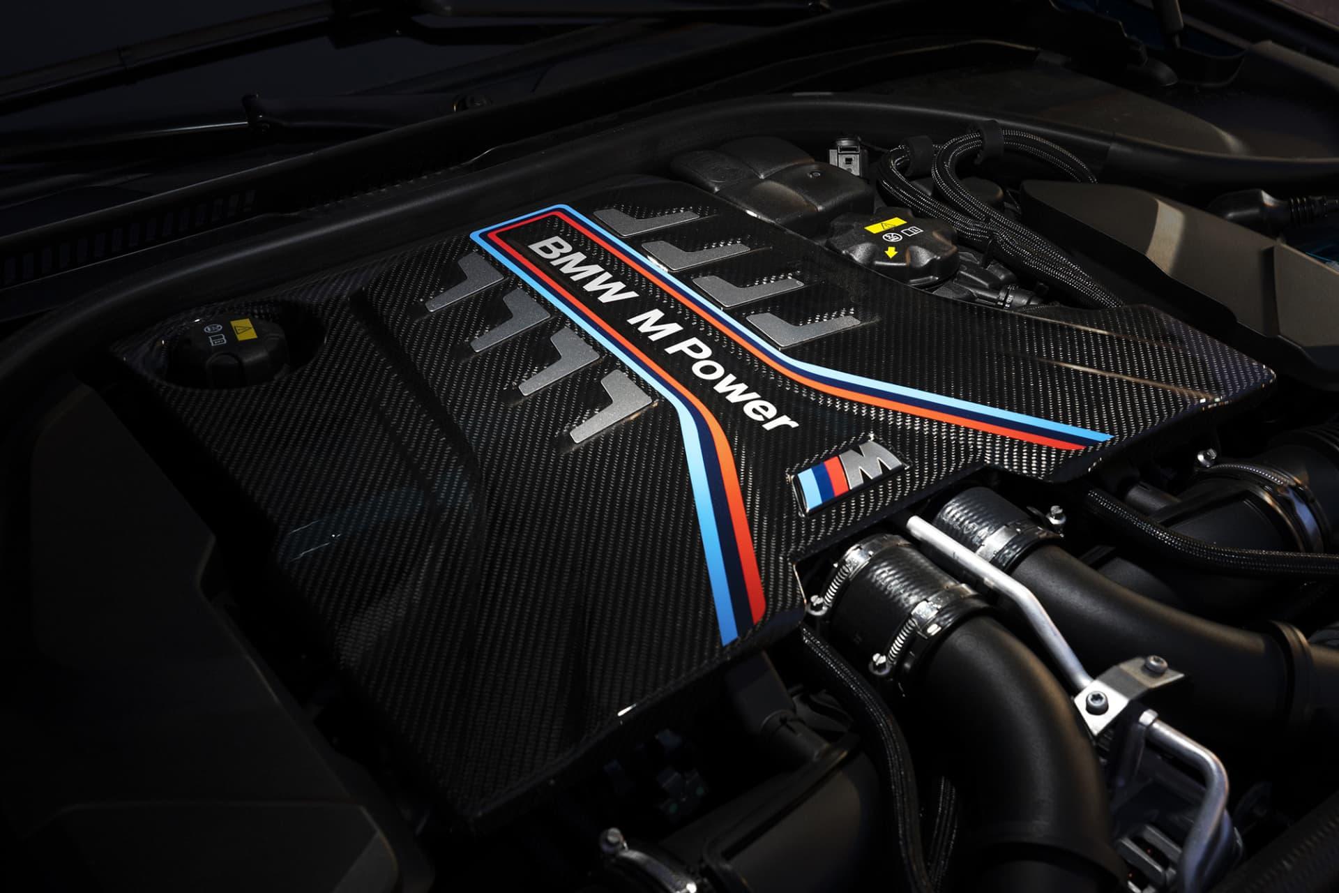 Juvelen i nya M5 Competition är en V8 på 4,4 liter, officiellt på 625 hästar. Inofficiellt 690 vilket amerikanska tidningen Car and Driver tog reda på vid ett test i USA.