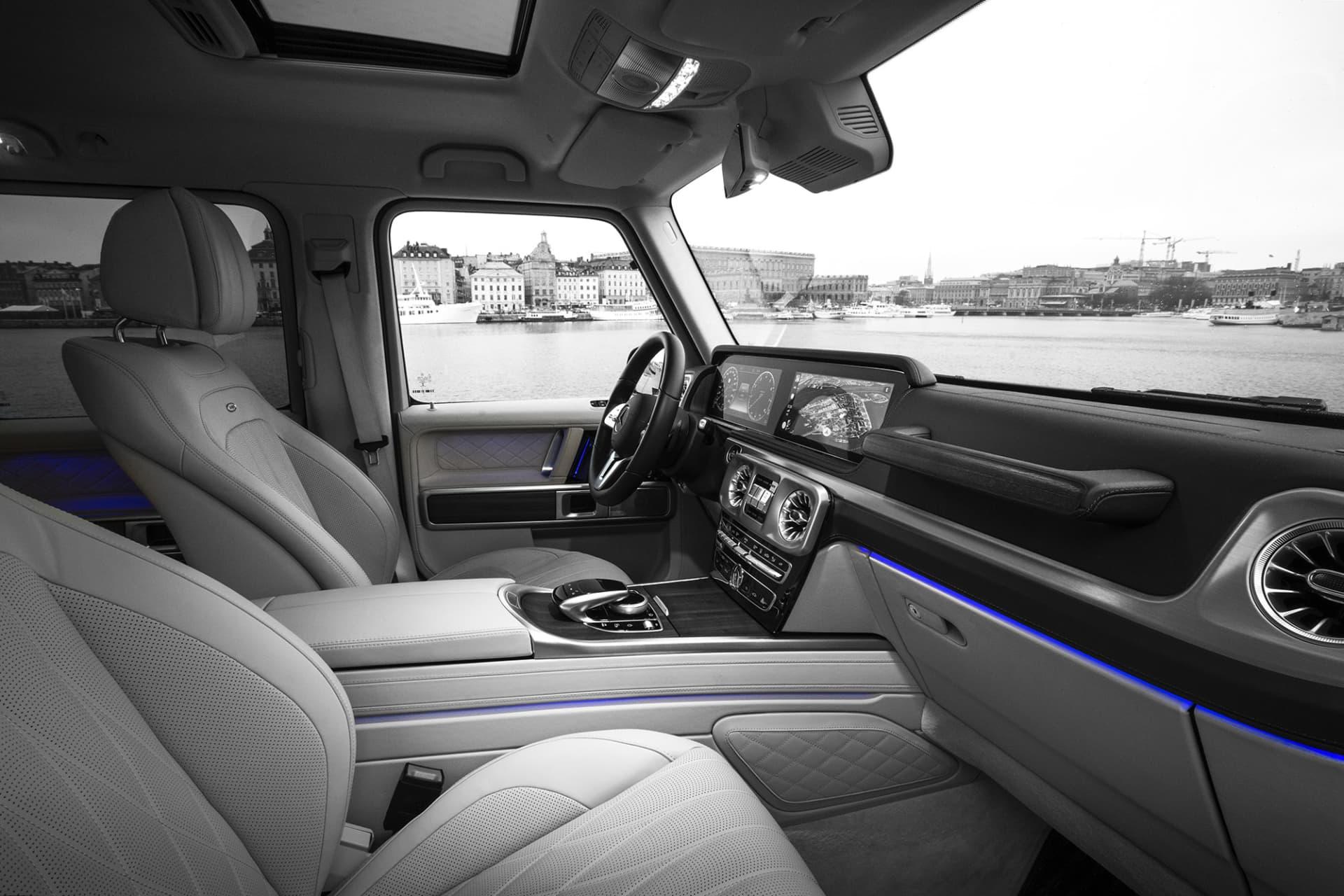Interiören är det som genomgått den största förändringen sedan förra generationen. Nu är bilen mer rymlig och digitala skärmar och panelljus har flyttat in.