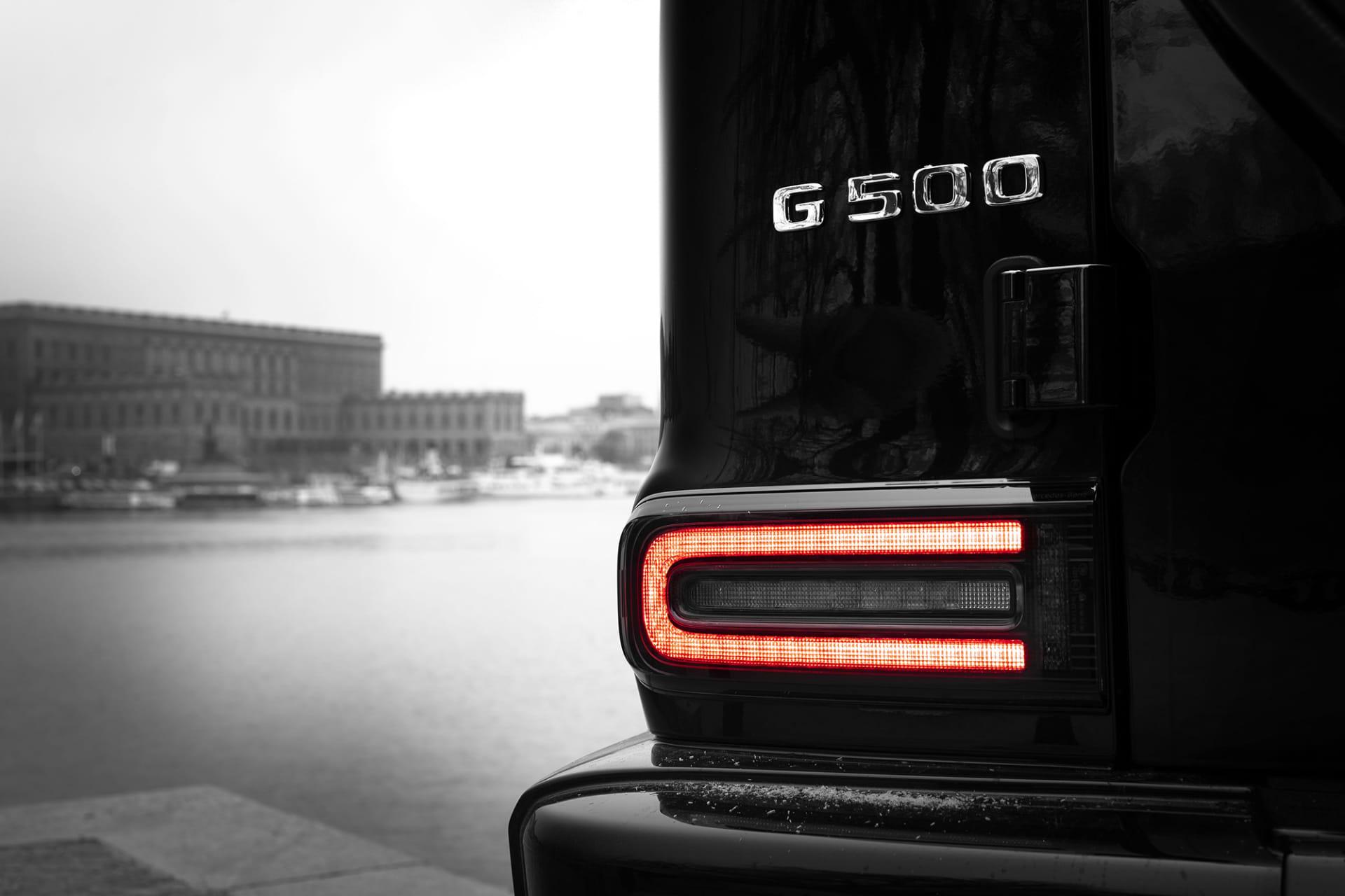 Om du inte vill åka runt och skryta med din G Klass väljer du med fördel versionen G500 istället för G63 AMG, då slipper du ett avgassystem som smäller och lever rövare och får istället en sober mullrande V8 med kraft så det blir över.